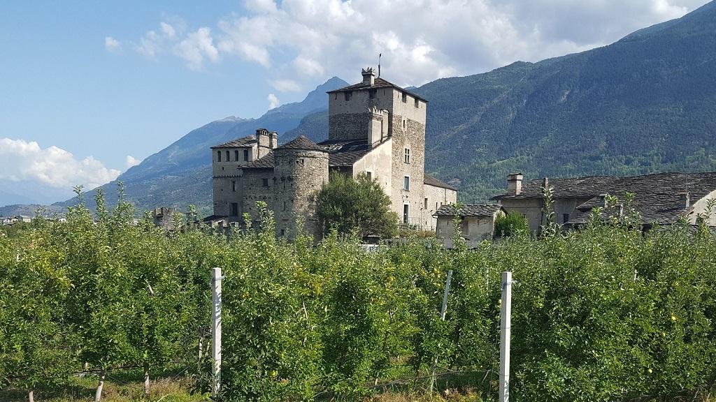 Burg Sarriod de la Tour